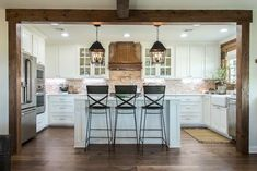 I seriously love everything about this kitchen ❤. The wood beams that line the cased opening make it its own space, but still open to the rest of the house. Definitely some perfect design inspiration! credit: fixer upper #kitchen #farmhousedecor #farmhouse #farmhouse #island #framing #woodbeams #whitekitchen #thathood #love #construction #newhouse #fixerupper