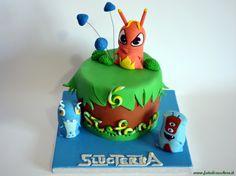 Torta SlugTerra: con Burpy, Enigmo ed Electric; nome e numero multicolore, realizzati a mano senza stampini, funghetti sospesi e cespugli