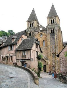 Romanesque abbey of Ste-Foy - Conques, France Romanesque Architecture, French Architecture, Church Architecture, Historical Architecture, Amazing Architecture, Wonderful Places, Great Places, Beautiful Places, Places To Visit