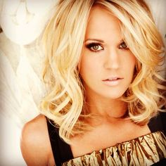 Carrie Underwood, medium length bob. This is going to be summertime's do!