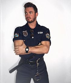 Police Cops, Police Officer, Military Workout, Hot Cops, Men In Uniform, S Models, Leather Men, Fashion Suits, Mens Fashion