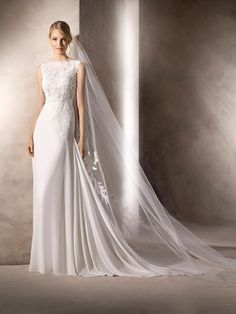 78f4b10fb31 Hariet WEDDING DRESSES 2017 Beautiful flare wedding dress in georgette.  Marvellous bateau neckline with Chantilly