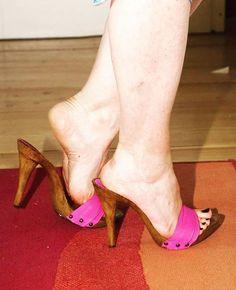 KIARA (@kiarashoes) • Instagram-Fotos und -Videos Sexy Legs And Heels, Sexy High Heels, Womens High Heels, Sexy Sandals, Bare Foot Sandals, Feet Soles, Women's Feet, Barefoot Girls, Beautiful High Heels