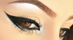 How To Apply Eyeliner- Easy Way For Beginners