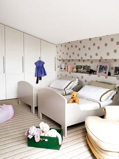 Habitación infantil con dos camas evolutivas en paralelo