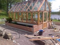 Have you heard of aquaponics? Aquaponics Combines the Growing of Fish and Plants You may grow plants in water and without soil and once one does this together with growing fish you are practicing aquaponics. Micro Garden, Garden Cottage, Garden Trellis, Garden Beds, Vegetable Garden, Side Garden, Backyard Greenhouse, Greenhouse Wedding, Greenhouse Plans