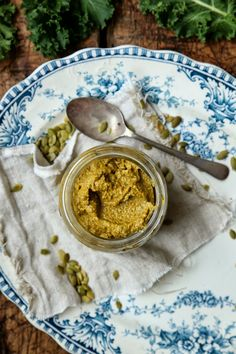 petite kitchen: kale and sundried tomato pesto made with pumpkin seeds