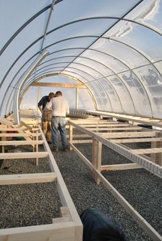 All about life on the farm. Greenhouse Tables, Best Greenhouse, Greenhouse Plans, Greenhouse Gardening, Hydroponic Farming, Aquaponics, Garden Nursery, Plant Nursery, Agriculture Projects