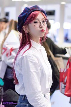 my baby's Hair Color Ideas auburn brown hair color ideas Kpop Girl Groups, Korean Girl Groups, Kpop Girls, Extended Play, Kim Min Ji, Jiu Dreamcatcher, Dream Catcher Art, Brown Hair Colors, South Korean Girls