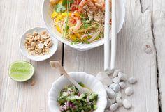 Glasnudel-Shrimps-Salat mit Mango, Gurkensalsa und Erdnüssen