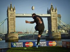 On Rugby La foto del giorno: RWC 2015, Dan Carter prende a calci Tower Bridge » On Rugby