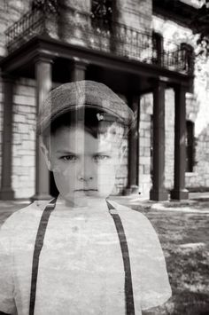 "How to make family ""ghost"" photos for Halloween ... totally cool!"
