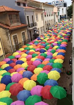 Umbrella Street in Portugal 😍 Credit: Portugal de norte a sul Umbrella Street, Umbrella Art, Under My Umbrella, Beautiful World, Beautiful Places, Umbrella Decorations, Journey Journey, Design Your Own Home, Eurotrip
