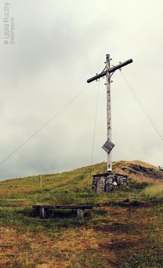 Beweisfoto :D Gipfelkreuz des Pferdskopf, Rhön Utility Pole, Hiking, Good Photos, Photo Illustration, Summer Vacations, Nice Asses, Walks, Trekking, Hill Walking