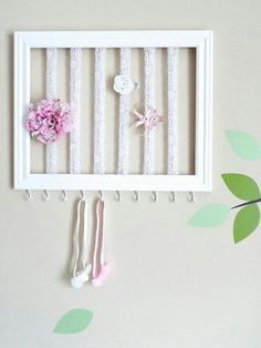 más y más manualidades: Como hacer un organizador de moños usando un marco de fotos