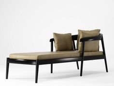 Daybed holz  USA c. 1960 Elegant daybed or chaise lounge designed by Tommi ...