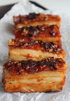 Pork Recipes Cider and Chilli Pork Belly, perfect for a Sunday dinner Meat Recipes, Cooking Recipes, Chicken Recipes, Slow Cooking, Crispy Pork Belly Recipes, Pork Recipes For Dinner, Recipies, Lasagna Recipes, Carrot Recipes