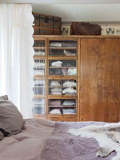 ATELIER RUE VERTE , le blog: Ce matin ... j'ai aimé #13 / Un meuble authentique dans une chambre /