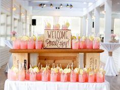 Ideas para dar la bienvenida a tus invitados. Mesa de bebidas