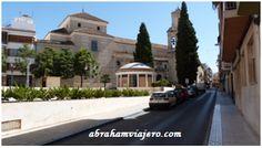 La Parroquia de Santo Domingo en Lucena fue un convento de frailes Mínimos dedicada a San Francisco de Paula. Fue construida en torno a 1730 sobre una ermita dedicada a este santo con motivo de la epidemia de peste de 1680. Con planta de cruz latina y...
