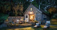 Kamenná chalúpka zo 16. storočia pôvodne slúžila ako stodola. Dnes je z nej romantické bývanie pre zamilované páry! Rustikálny štýl, chatka, domček
