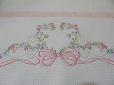 Jogo de lençol para bebê em percal 200, suave ao toque. Tamanho padrão americano. Composto de lençol de cima com vira em piquet bordado, fronha com faixa bordada com detalhes da vira e lençol de elástico. Outras opções de bordado e cores disponíveis. Consulte. Border Embroidery Designs, Machine Embroidery Designs, Embroidery Stitches, Embroidery Patterns, Hand Embroidery, Sewing Patterns, Baby Sheets, Pillowcase Pattern, Little Stitch