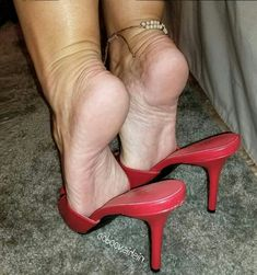 Beautiful Toes, Pretty Toes, Feet Soles, Women's Feet, Sexy Legs And Heels, Sexy High Heels, High Hill Shoes, Pies Sexy, Talons Sexy