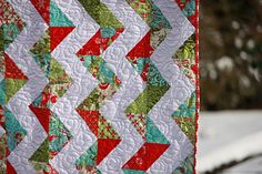 Chevron Christmas quilt. SIMPLE! Would be a really great beginners quilt since it is just half square triangles.