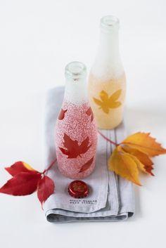 Tolle DIY Etagere mit leeren Flaschen von Rotkäppchen Fruchtsecco und einfaches Satinieren mit herbstlichen Motiven.