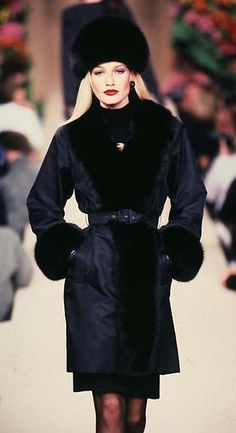 Karen Mulder - YSL, Haute Couture Runway Fall / Winter 1996