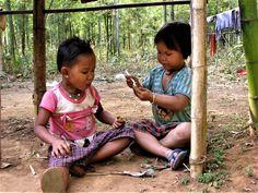 Jouer à la maman au Myanmar 2014