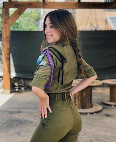 Women Israel Defense ❤ Forces beautiful women have dedicated their lives to ❤ being of service for their countries. ARMY ❤ women with uniform. Idf Women, Military Women, Mädchen In Uniform, Israeli Female Soldiers, Military Girl, Military Wedding, Girls Uniforms, Madame, Girls Jeans