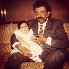 Lateefa bint Maktoum bin Rashid Al Maktoum y su tío Hamdan bin Rashid bin Saeed Al Maktoum (aprox. 1985) Vía: lateefam