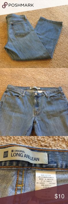 "Classic GAP ""Long and Lean"" Light Wash Jeans EUC classic GAP jeans - light wash - 4 functional pockets and belt loops - waist measures 17"" across when laid flat - inseam is 28"" and rise is about 9.5"" GAP Jeans Boot Cut"