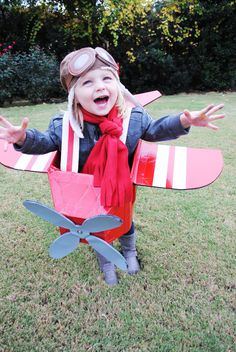 Best Halloween Costumes for Family and Kids, Amelia Earhart with Airplane kid costume, Best Homemade Costumes Halloween Mono, Halloween Bebes, Toddler Boy Halloween Costumes, Family Costumes, Diy Halloween, Halloween Recipe, Women Halloween, Halloween Makeup, Costume Halloween