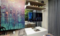 Claudia criou um ambiente com o moderno conceito de flexibilidade do empreendimento - com um mix de uso office durante o dia e home à noite Sylvia Maria de Freitas Lima