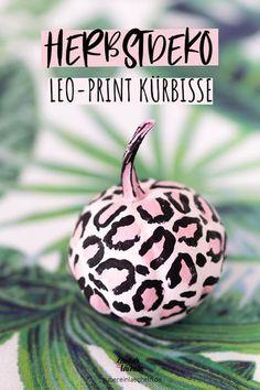 Leo-Print meets Kürbis! Kürbisse bemalen im angesagten Animal-Print Look. Diese au�ergewöhnliche Herbstdeko ist auf jeden Fall ein echter Hingucker. Die Schritt für Schritt Anleitung gibt's im Magazin. #kürbis #herbstdeko #leoprint #animalprint #pumpkin