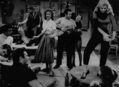 Caper at the Coffee House by Warren Barker (from 77 Sunset Strip soundtrack album) Estilo Beatnik, Beatnik Style, Hipsters, Skinny Jeans Negros, Joyce Johnson, Estilo Hipster, Beat Generation, Sunset Strip, Elvis Presley Photos