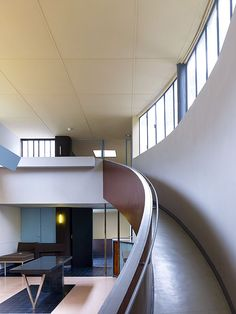 Maisons La Roche-Jeanneret - Le Corbusier - a  rampe could be an alternative to stairs and elevator