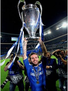 Juan Mata Signed Cup Overhead Chelsea 12x16 Photo: UEFA Champions League Winners ( Icons Auth & Third Party Holo)