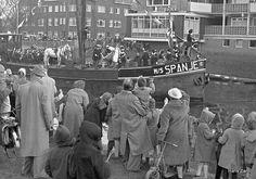 Sinterklaas en Zwarte Pieten, en het paard varen Groningen binnen 1958