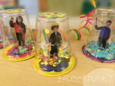 Sweet idea for Mardi Gras and with children& photos - homemade shaker with confetti carnival costume - souvenir picture DIY Preschool Centers, Kindergarten Crafts, Theme Carnaval, Diy For Kids, Crafts For Kids, Carnival Decorations, Carnival Diy, Adornos Halloween, 242