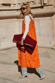 Latest Street Style From Paris Fashion Week The Latest Street Style From Paris Fashion WeekThe Latest Street Style From Paris Fashion Week Cool Street Fashion, Look Fashion, Paris Fashion, Autumn Fashion, Fashion Edgy, Feminine Fashion, Travel Fashion, India Fashion, Japan Fashion