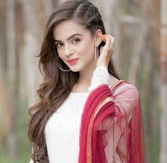 10 Ways to quickly lengthen hair easily and naturally Everyone certainly wants long, healthy and shiny hair. Open Hairstyles, Indian Hairstyles, Braided Hairstyles, Wedding Hairstyles, Lehenga Hairstyles, Gorgeous Hairstyles, Simple Hairstyles, Hairstyle Ideas, Stylish Girl Images