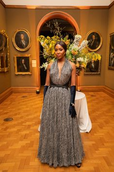 Naomi Campbell in Azzedine Alaïa attends the 2019 Portrait Gala at the National Portrait Gallery in London. Victoria And David, David And Victoria Beckham, 90s Fashion, Fashion Beauty, Grayson Perry, Galleries In London, Global Style, National Portrait Gallery, Naomi Campbell