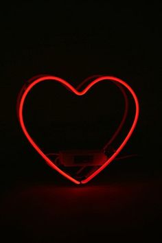 Neonlicht im Herzdesign in Rot