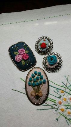 8번째 이미지 Hand Embroidery Flowers, Embroidery Bags, Flower Embroidery Designs, Hand Embroidery Stitches, Embroidery Jewelry, Cross Stitch Embroidery, Bts Earrings, Needlepoint, Needlework