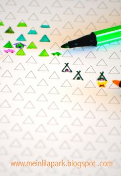FREE printable triangle coloring paper - be creative - fun kids craft !