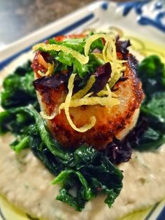Pan-Seared Scallops with Cauliflower Mash & Spinach - low carb - Dinner Party impressive! (sub nut milk or skip it) Fish Recipes, Seafood Recipes, Paleo Recipes, Cooking Recipes, Clam Recipes, Paleo Meals, Bariatric Recipes, I Love Food, Gastronomia