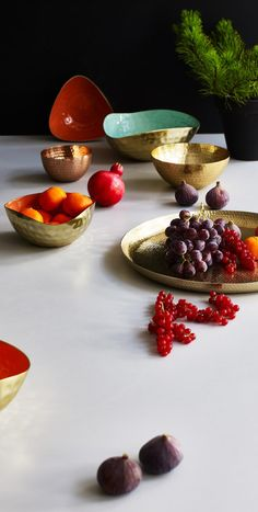 Add a little luxe to your tableware collection with our Large Gold Hammered Metal Bowl.